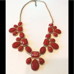 💐5/25 red acrylic statement necklace gold tone
